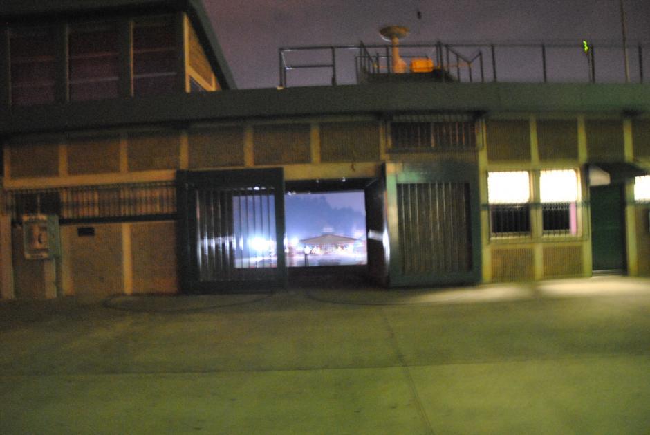 Así lucía la entrada del estadio Cementos Progreso. (Foto: Nuestro Diario)