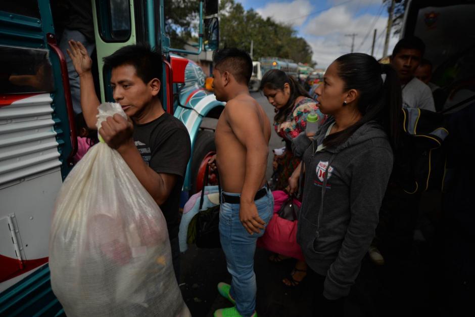 Este Miércoles Santo inició el éxodo de los guatemaltecos. (Foto: Wilder López/Soy502)
