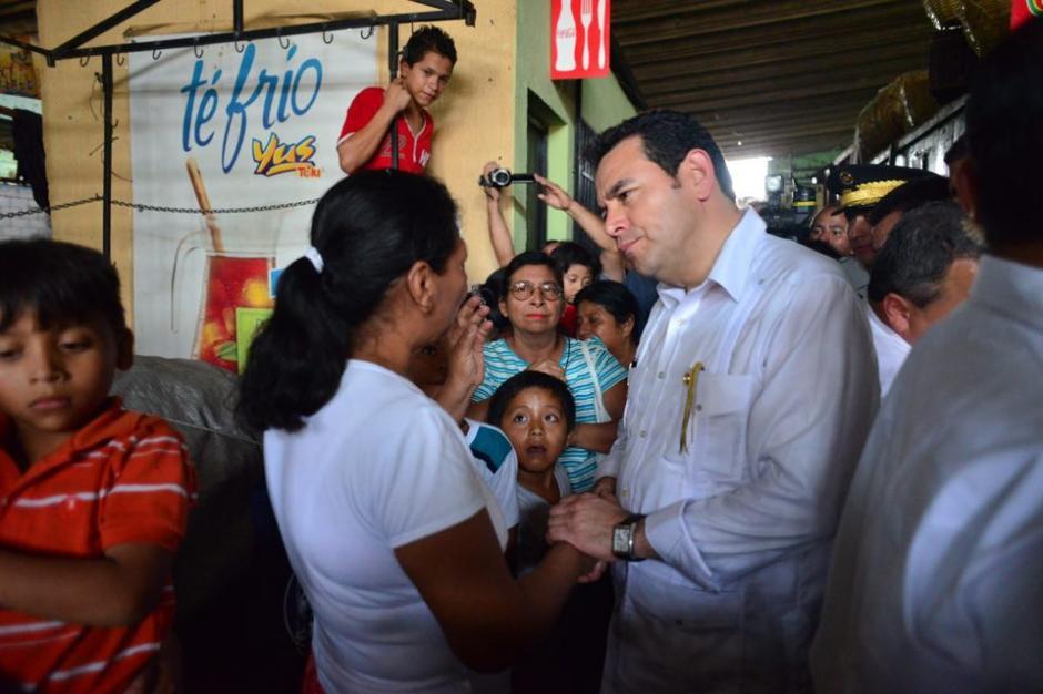 El presidente Jimmy Morales acudió al mercado San Sebastián en Retalhuleu. (Foto: Jesús Alfonso/Soy502)