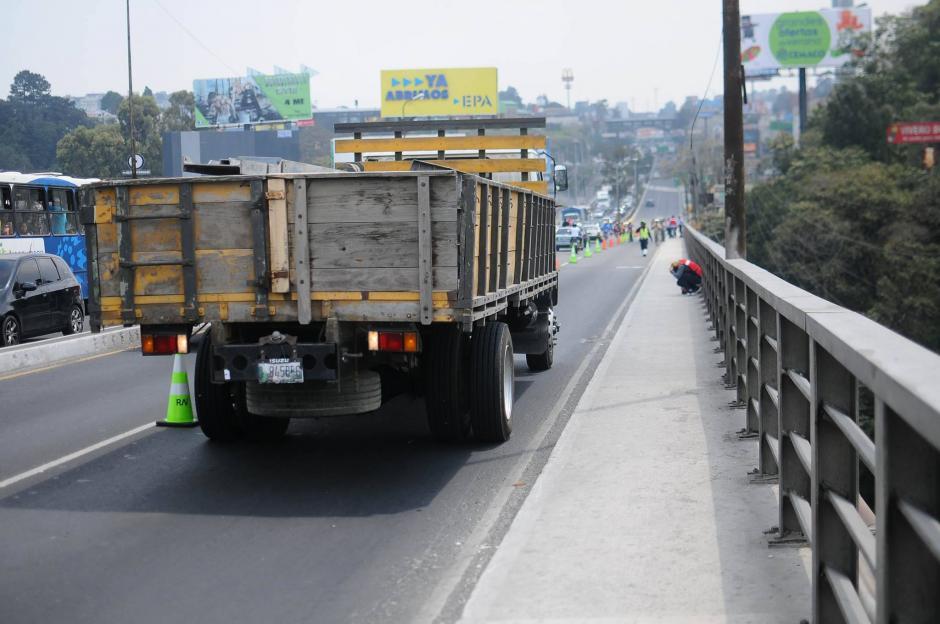 Se preparó un camión con 18 mil libras de peso para realizar una de las mediciones. (Foto: Alejandro Balán/Soy502)