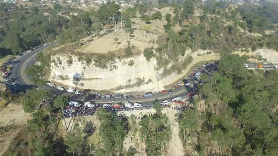 Un bus se accidentó en el kilómetro 160 de Nahualá, Sololá. (Foto: Knal 4 Quiche / Facebook)