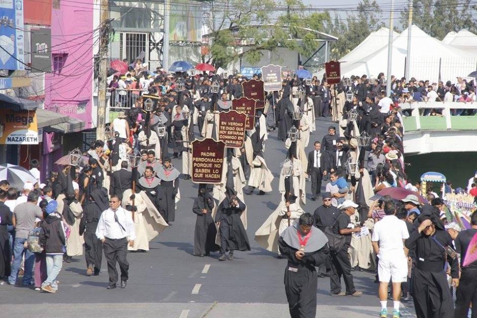 La procesión del Señor Sepultado de la Iglesia del Calvario recorre las calles y avenidas del Centro Histórico. (Foto: Jorge Sente/ Nuestro Diario)