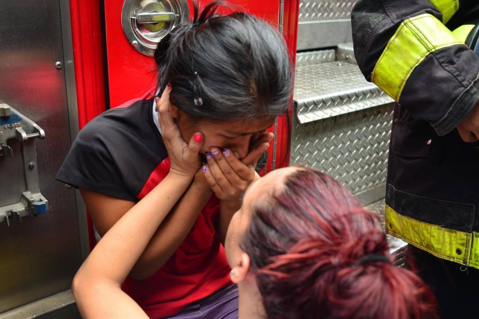La hermana de las fallecidas se negaba a creer la muerte de sus hermanas. (Foto: Jesús Alfonso/Soy502)