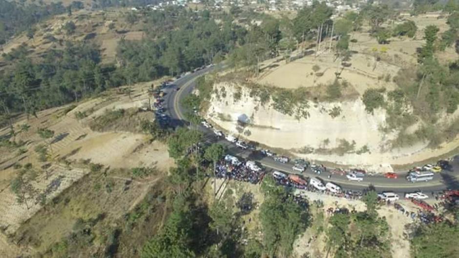 Así se mira el lugar del accidente en Nahualá, Sololá. (Foto: Knal 4 Quiche / Facebook)