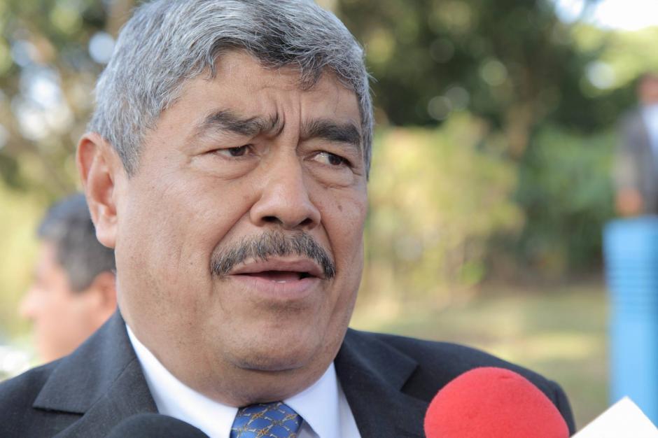 El Contralor General de Cuentas, Carlos Mencos asiste a la toma de posesión del presidente electo Jimmy Morales. (Foto: Jorge Rojas/ Soy502)