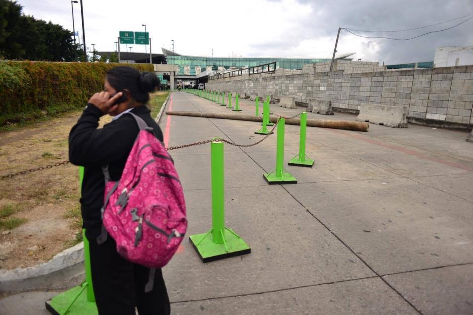 El Aeropuerto Internacional La Aurora permanece bloqueado por empleados que exigen que se regularicen los pagos de salarios. (Foto: Jesús Alfonso / Soy502)