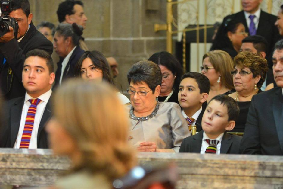 Celita Cabrera, la madre del presidente y sus hijos participaron en el Te Deum. (Foto: Jesús Alfonso/Soy502)