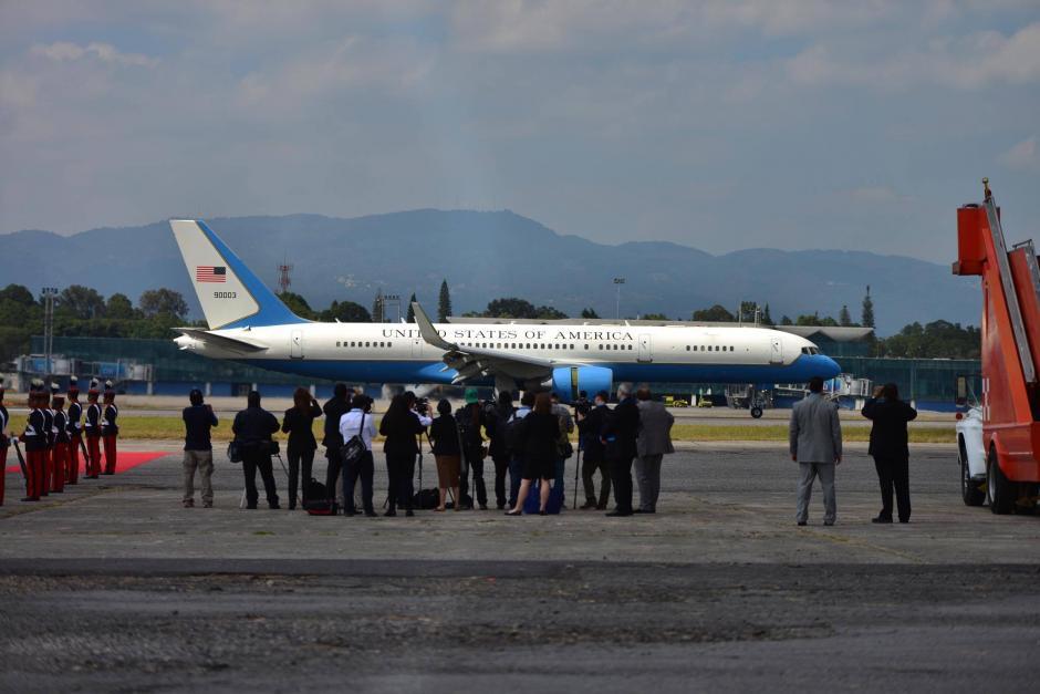 El avión de Joe Biden arribó aterrizó a eso de las 11:50 de la mañana. (Foto: Jesús Alfonso/Soy502)