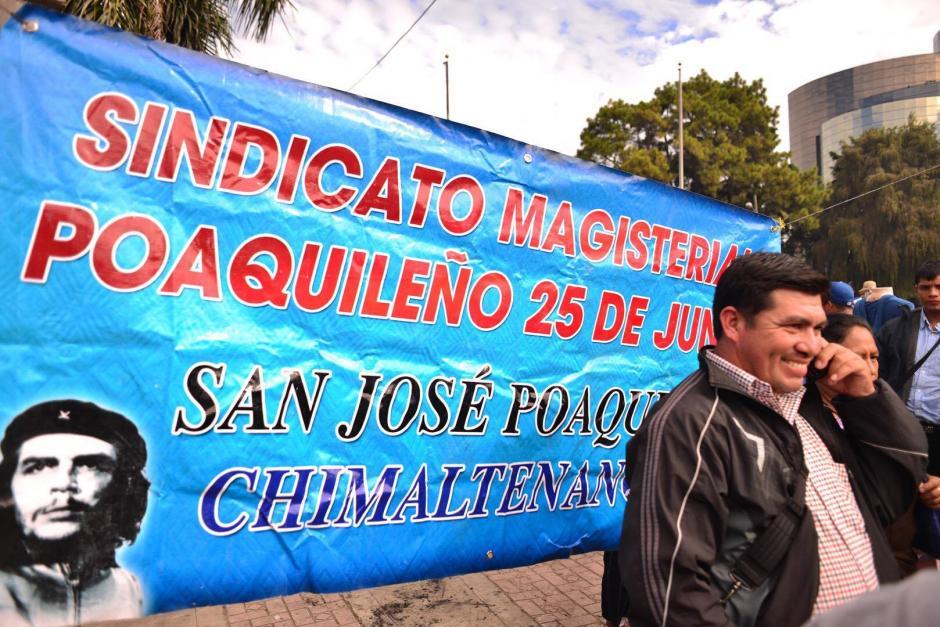 Cientos de maestros participan en una manifestación desde el Obelisco hasta la Casa Presidencial. (Foto: Jesús Alfonso/ Soy502)