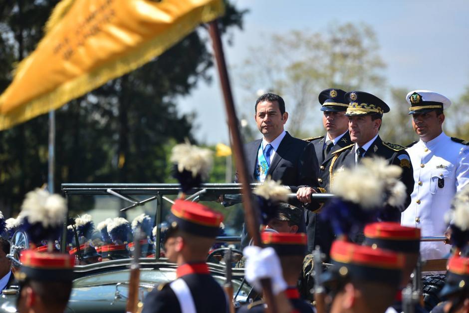 El presidente de la República Jimmy Morales a su llegada a la ceremonia para recibir el bastón de mando del Ejército. (Foto: Wilder López/Soy502)