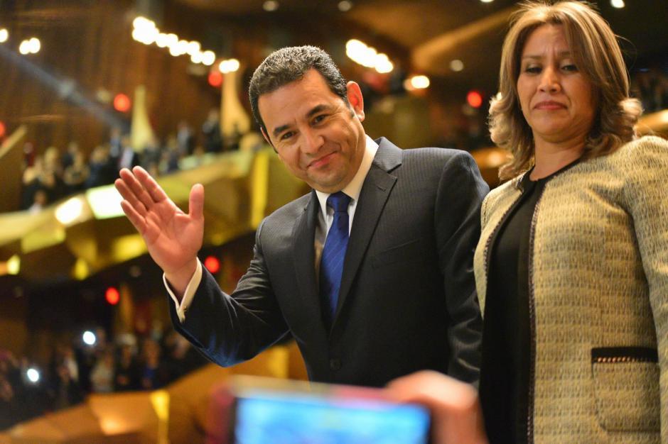 El presidente Jimmy Morales y la primera Dama Patricia Marroquín durante la toma de posesión en la Gran Sala del Centro Cultural Miguel Ángel Asturias. (Foto: Wilder López/ Soy502)
