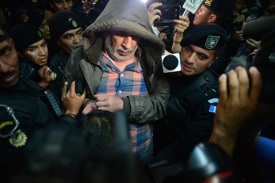 Bryan Jiménez entró escoltado por la policía a la Torre de Tribunales tras ser capturado en zona 14