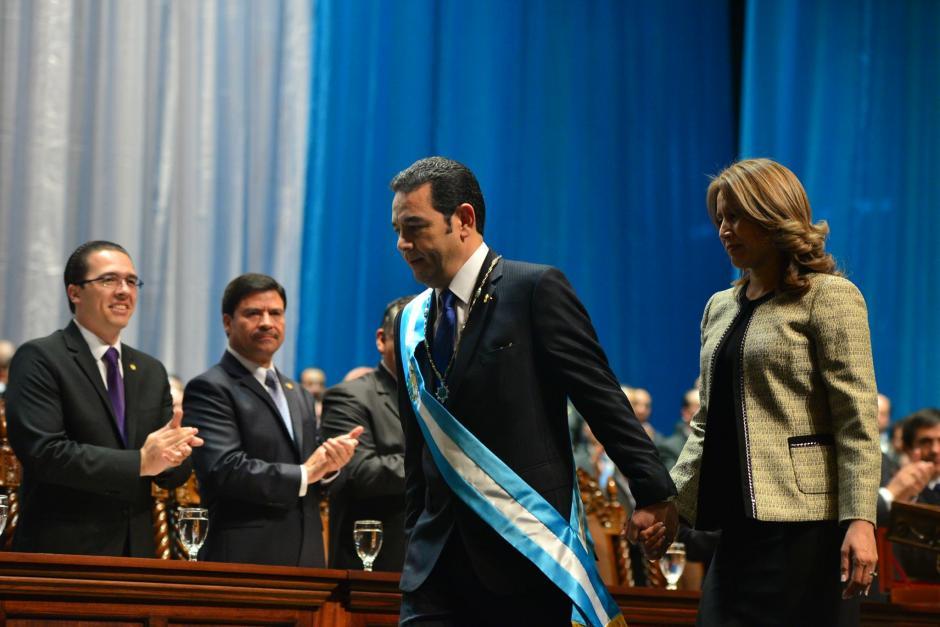 El presidente de la República Jimmy Morales junto a la primera Dama de la Nación Patricia Marroquín durante la toma de posesión. (Foto: Wilder López/ Soy502)