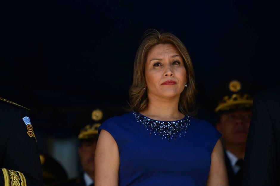 Primera Dama de la Nación, Patricia Marroquín participa en la ceremonia donde el presidente Jimmy Morales recibió el bastón de mando del Ejército. (Foto: Wilder López/Soy502)