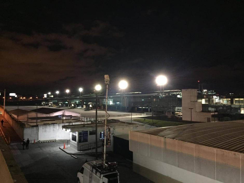 No habían aviones aparcados en la Terminal Aérea La Aurora debido a la suspensió de las operaciones por la erupción del Volcán de Fuego. (Foto: Pedro Pablo Mijangos/Soy502)