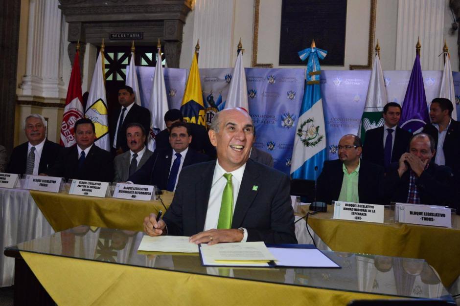 Mario Taracena, presidente del Congreso, tiene en la mira regular las interpelaciones, eliminar el transfuguismo y controlar la contratación de asesores. (Foto: Jesús Alfonso/ Soy502)