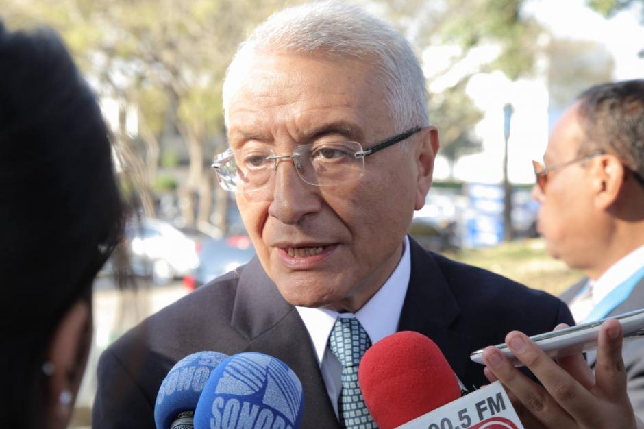 El magistrado del Tribunal Supremo Electoral, Julio Solórzano asiste a la toma de posesión del presidente Jimmy Morales. (Foto: Jorge Rojas/ Soy502)