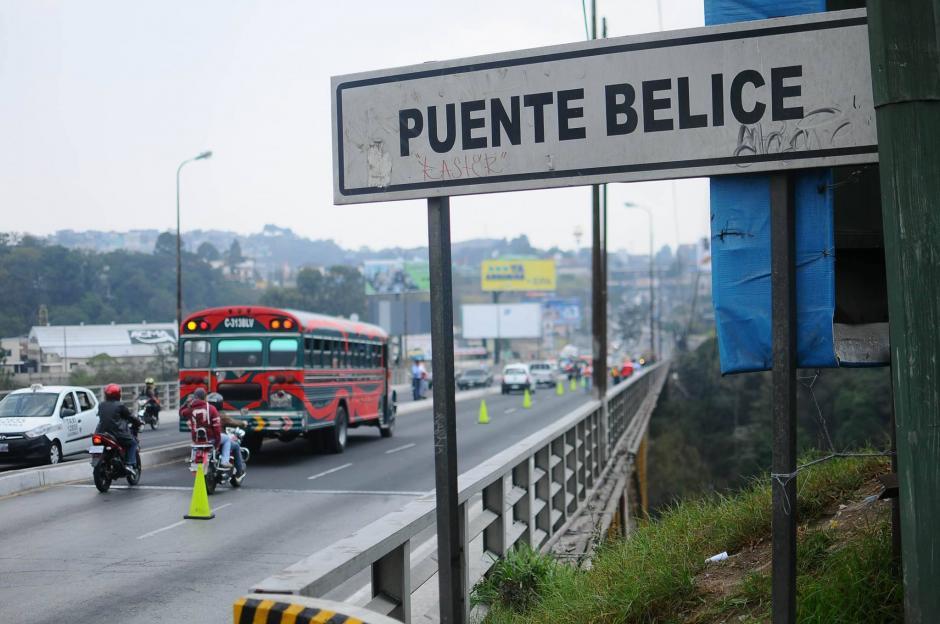 El Puente Belice fue inaugurado en 1958 y desde esa fecha ha sufrido daños por la cantidad de vehículos que pasan sobre él. (Foto: Alejandro Balán/Soy502)