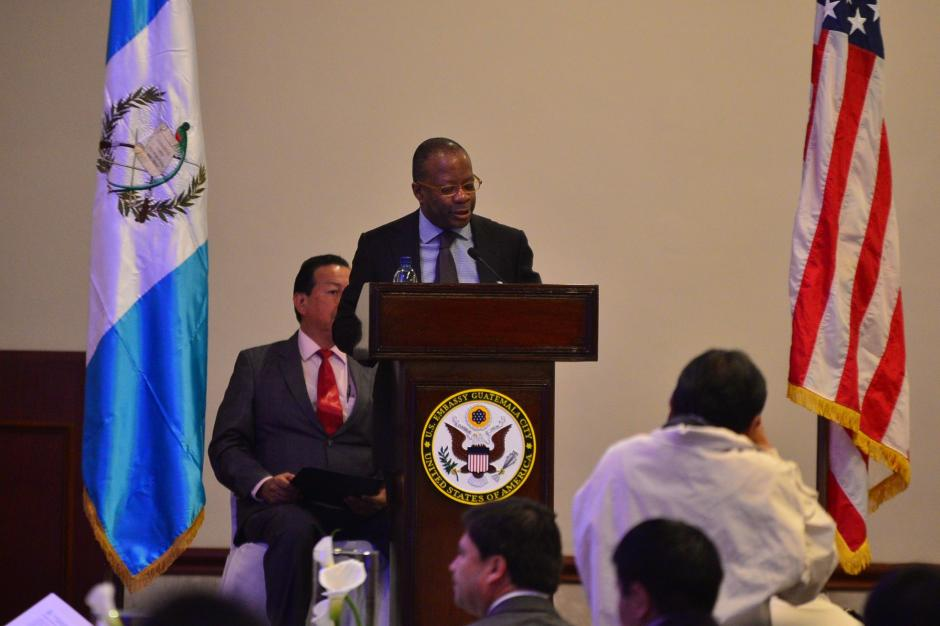 El embajador de los Estados Unidos durante su participación en el Simposio de Seguridad Ciudadana dirigido a alcaldes guatemaltecos. (Foto: Wilder López /Soy502)