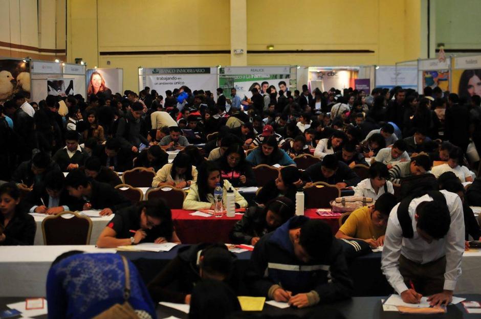 Durante los dos días que durará el evento se espera que se acerquen más de 8 mil aspirantes.(Foto: Alejandro Balán/Soy502)