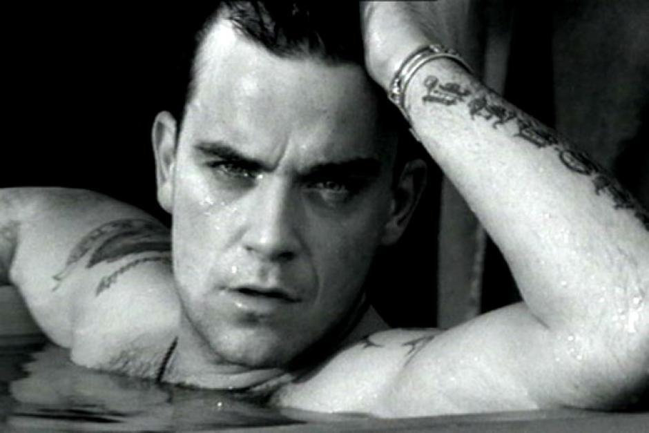 El cantante británico Robbie Williams aceptó haber abusado del uso de botox, razón por la cual ya no puede mover la frente