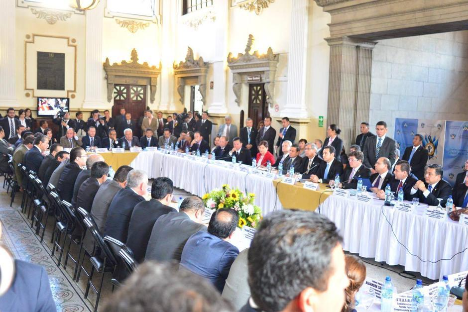 El presidente del Congreso, Mario Taracena se reunió con el presidente de la República Jimmy Morales. (Foto: Jesús Alfonso / Soy502)