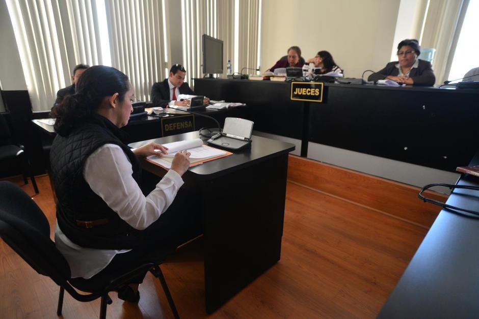 Claudia Bolaños, ex empleada de Pedro Muadi durante el inicio del juicio por plazas fantasmas en el Congreso de la República. (Foto: Wilder López/Soy502)