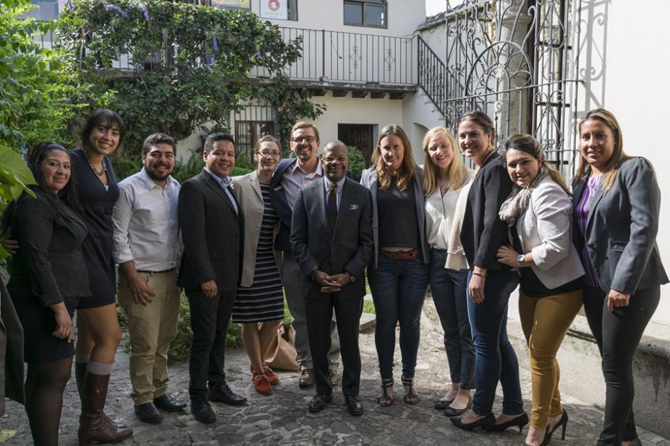 Uno de los visitantes más importantes que ha recibido el Hub Impact Antigua es el embajador de Estados Unidos, Todd Robinson. (Foto: Impact Hub Antigua)