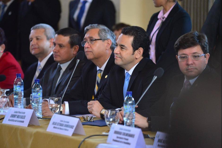 El presidente de la República Jimmy Morales y el vicepresidente Jafeth Cabrera durante una reunión en el Palacio Legislativo. (Foto: Jesús Alfonso/ Soy502)