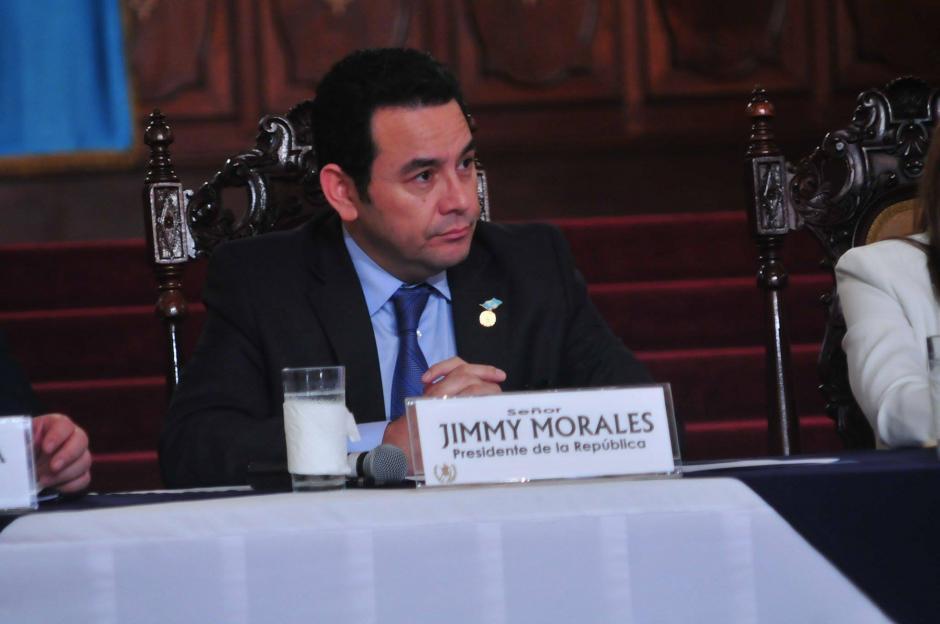 El presidente Jimmy Morales se mostró molesto ante los cuestionamientos realizados por periodistas de distintos medios de comunicación durante una conferencia de prensa. (Foto: Alejandro Balán/ Soy502)