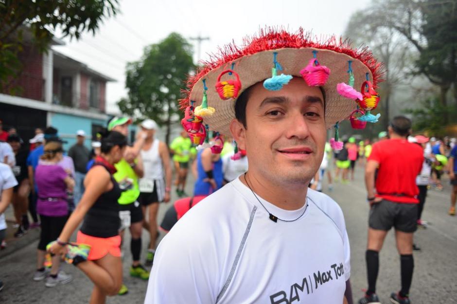 Edgar Burgos corrió con un tradicional sombrero de Esquipulas. (Foto: Jesús Alfonso/Soy502)