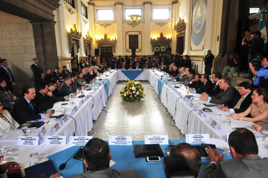 En el Salón del Pueblo del Congreso de la República, se conforma una mesa de diálogo para buscar reformas constitucionales al sector justicia.(Foto: Alejandro Balan/Soy502)