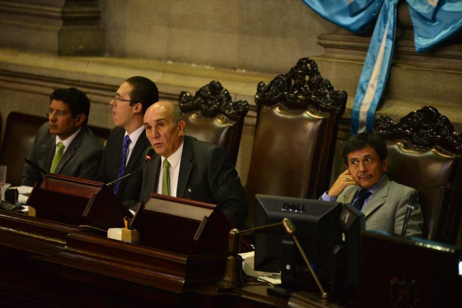 Mario Taracena, presidente del Congreso dirige la sesión de este martes. (Foto: Wilder López/Soy502)