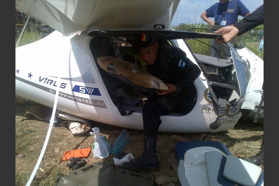 Una aeronave liviana marca Pipistrel aterrizó en el caserío Los Laureles, aldea Limones, de Ocós, San Marcos.  (Foto: PNC)