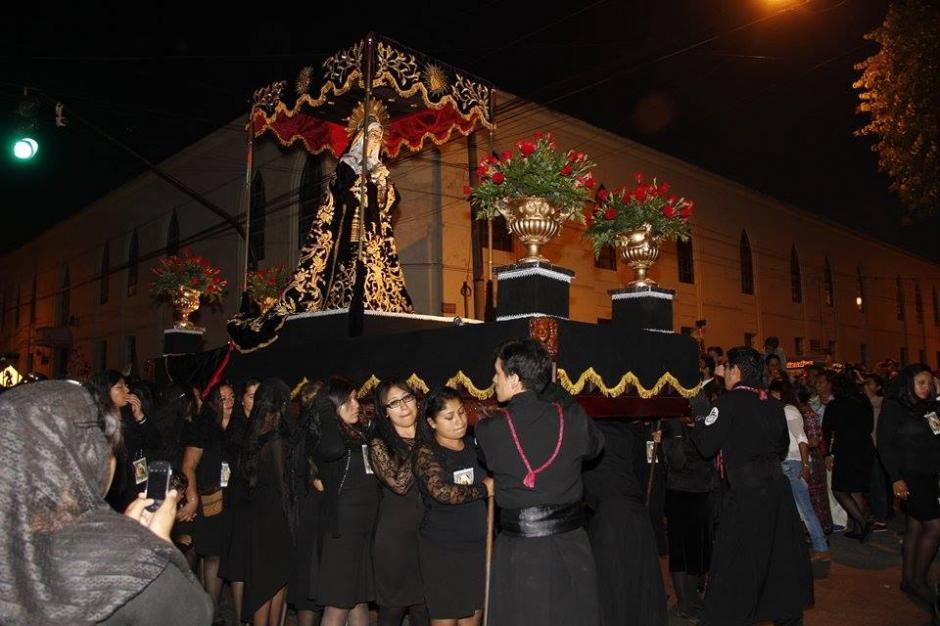 El Señor Sepultado de San Francisco recorre calles y avenidas del Centro Histórico Capitalino. (Foto: Jorge Sente/ Nuestro Diario)