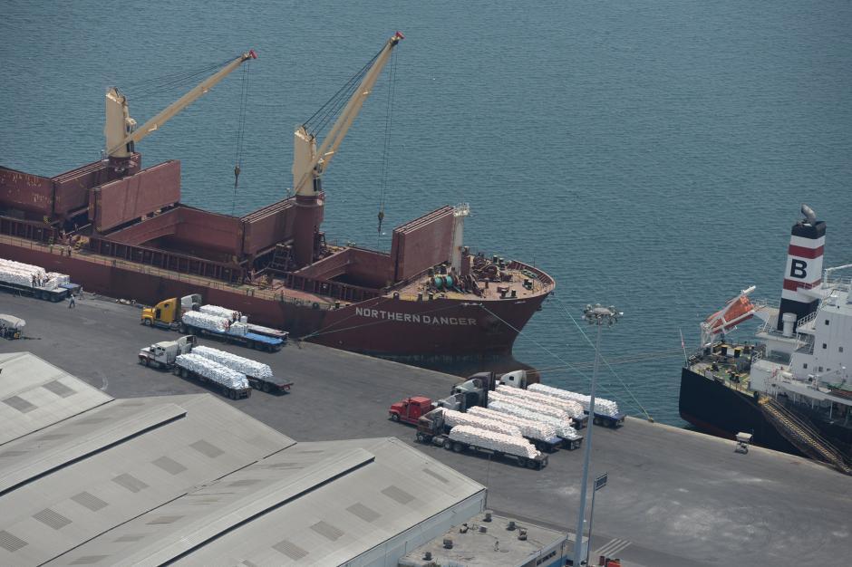 Los gestores portuarios acordaron trabajara hasta medianoche con el propósito de desfogar las gestiones acumuladas. (Foto Esteban Biba/Soy502)
