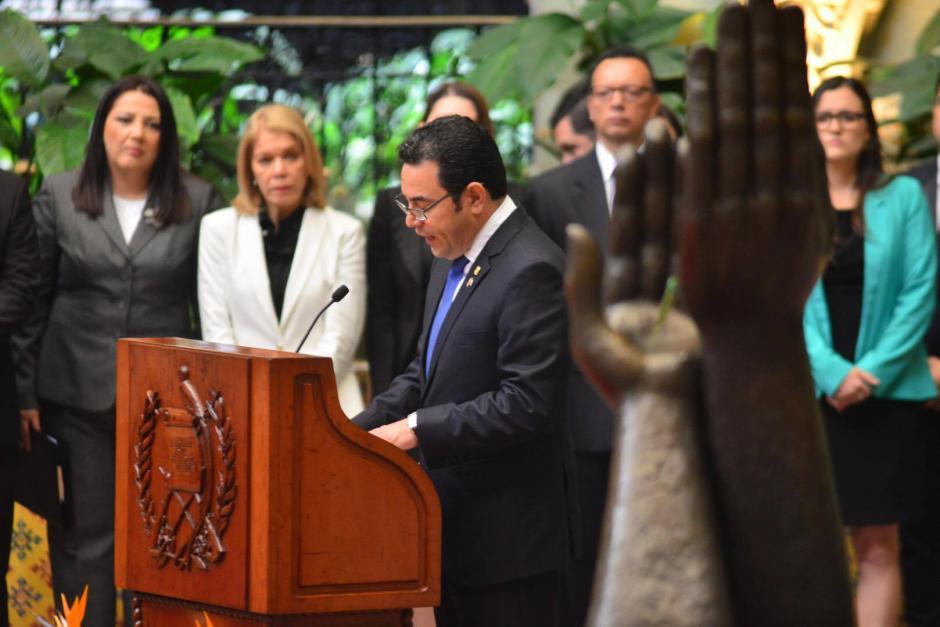El presidente de la República Jimmy Morales durante su reunión con el presidente de Costa Rica Luis Guillermo Solís. (Foto: Jesús Alfonso/ Soy502)