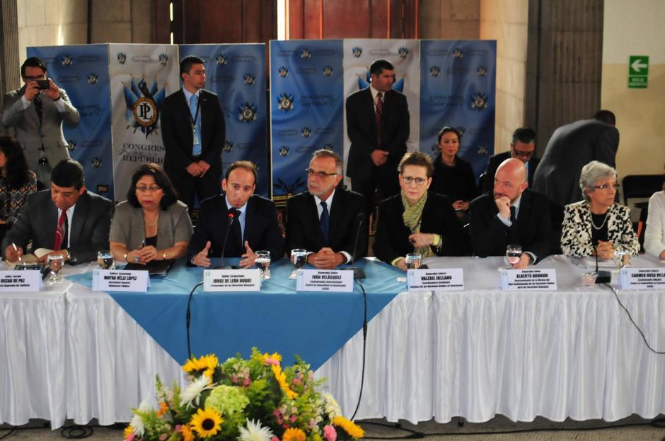 A la reunión también asisitieron representantes del Organismo Judicial (OJ), Ministerio Público (MP), de la Comisión Internacional Contra la Impunidad en Guatemala (CICIG) y autoridades de entes internacionales. (Foto: Alejandro Balan/Soy502)