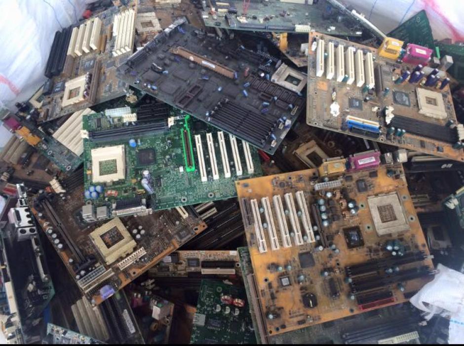 Su idea es apartar los desechos electrónicos de la basura y que no contaminen el medio ambiente. (Foto: Recelca)