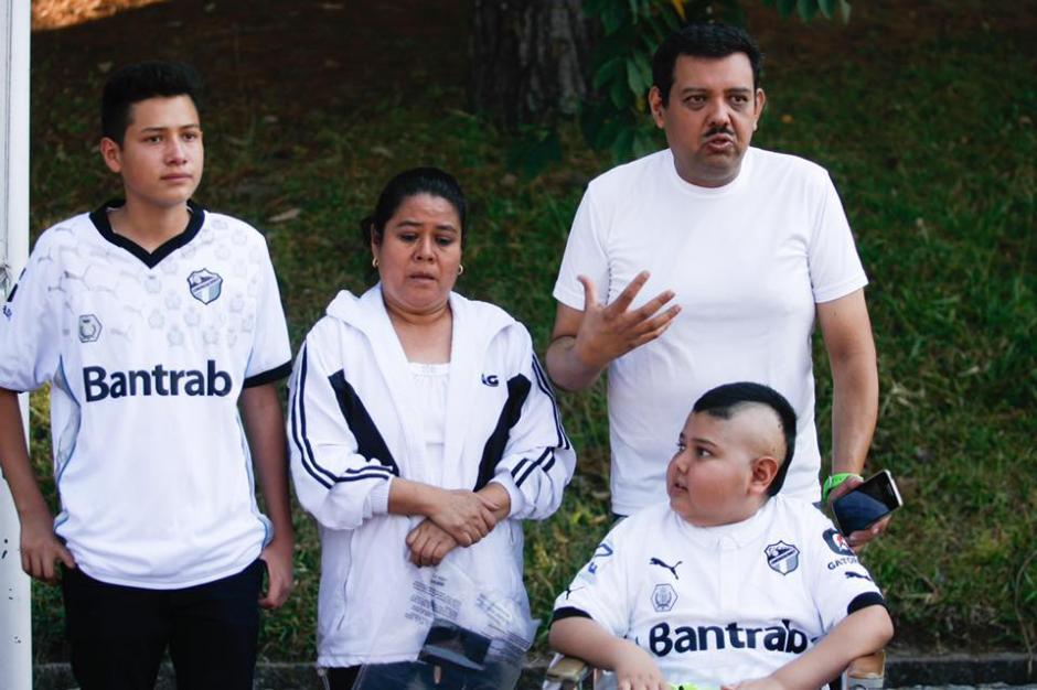 """La familia de """"Marquitos"""" está recaudando 200 mil quetzales para poder pagar la operación del tumor en la cabeza.  (Foto: Facebook de Comunicaciones)"""