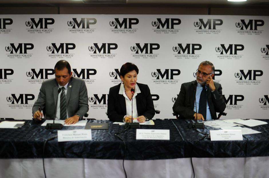 Francisco Rivas, ministro de Gobernación, Thelma Aldana, fiscal general, e Iván Velásquez, jefe de la CICIG, ofrecieron los detalles. (Foto: Alejandro Balán/Soy502)