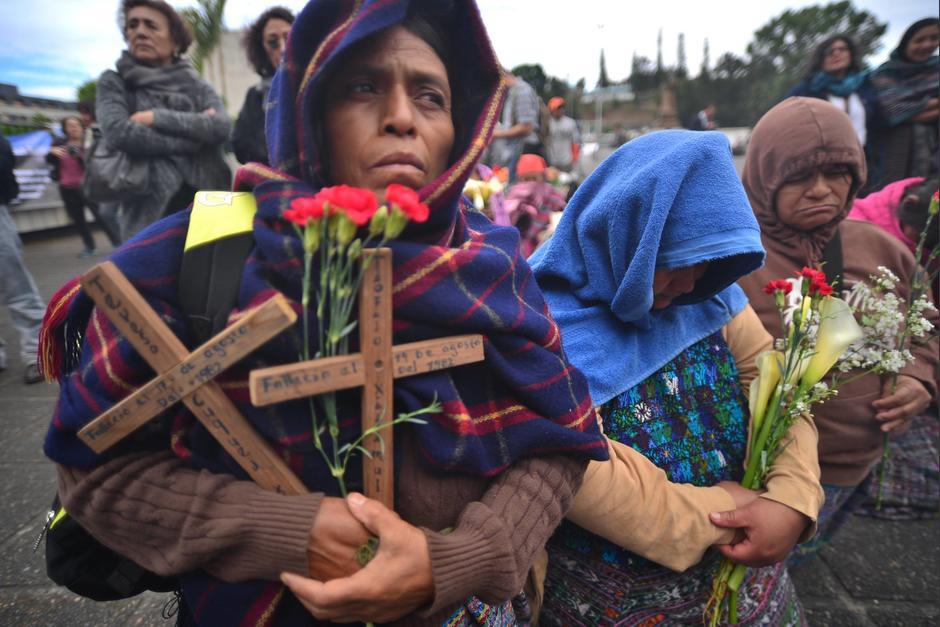 Realizan representación e invocación maya frente a edificio de la Corte Suprema de Justicia. (Foto: Wilder López/Soy502)