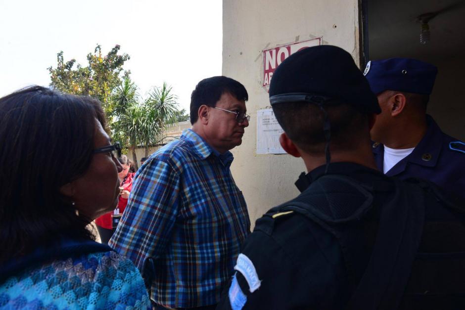 Las autoridades detuvieron a Edvin Franco Ramos Soberanis, por los delitos de fraude e incumplimiento de deberes. (Foto: Jesús Alfonso/Soy502)