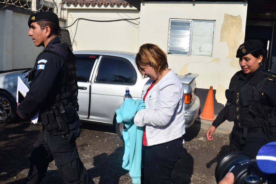 Lisbeth María Alonzo Azurdia fue capturada por los delitos de asociación ilícita y fraude. (Foto: Jesús Alfonso/Soy502)