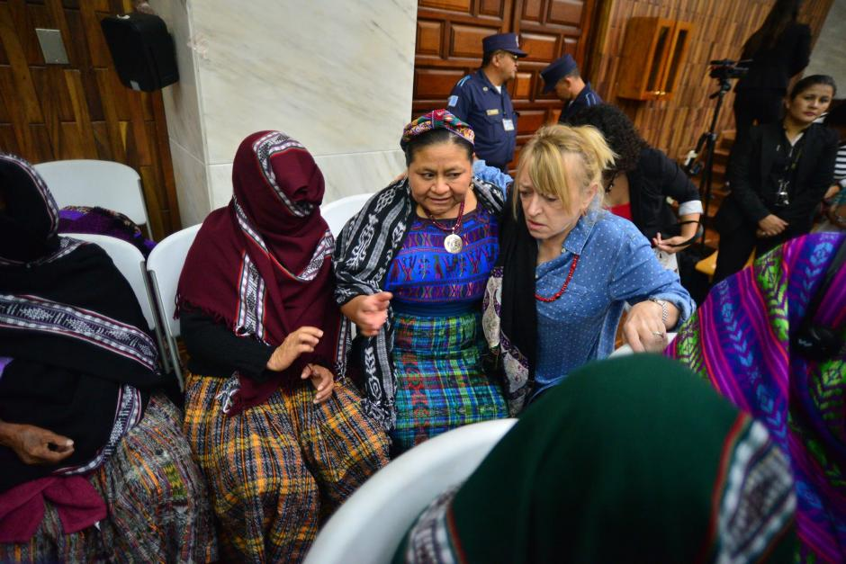 Las Premio Nóbel de la Paz, Jody Williams y Rigoberta Menchú reiteraron su apoyo a las víctimas del caso Sepur Zarco. (Foto: Wilder López/Soy502)