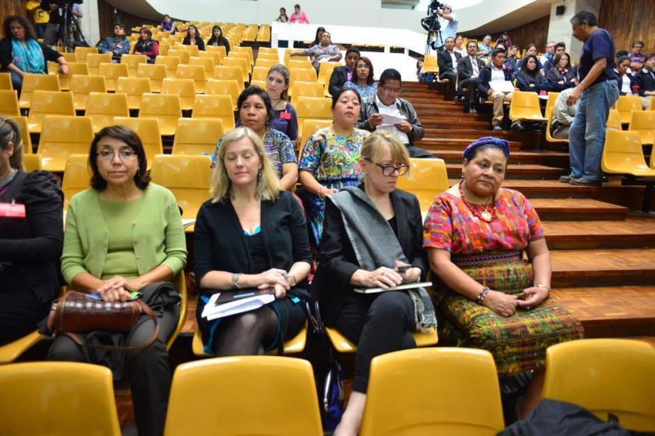 La directora de Iniciativa de Mujeres Nobel y Premio Nobel, Jody Williams, participa en la jornada 16 del juicio por el caso Sepur Zarco. (Foto: Jesús Alfonso/Soy502)