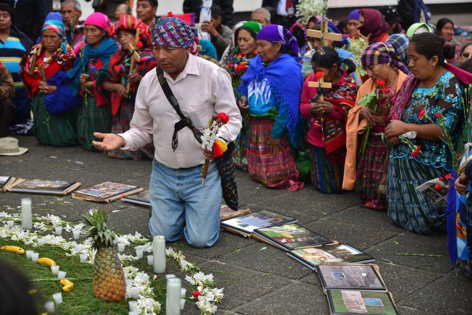 Previo a la sentencia en contra de dos militares retirados por el caso Sepur Zarco, víctimas reciben apoyo. (Foto: Wilder López/Soy502)