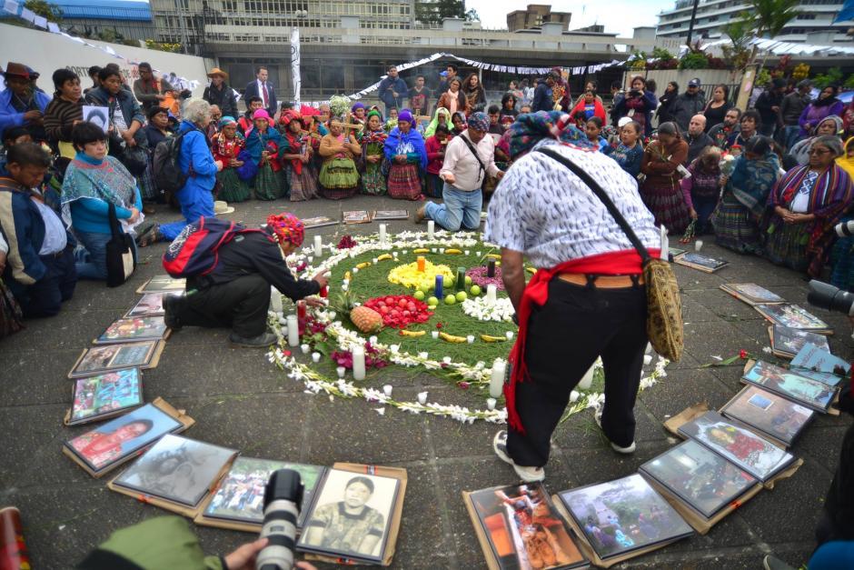 En el día de las víctimas, mujeres afectadas en caso Sepur Zarco reciben ayuda. (Foto: Wilder López/Soy502)