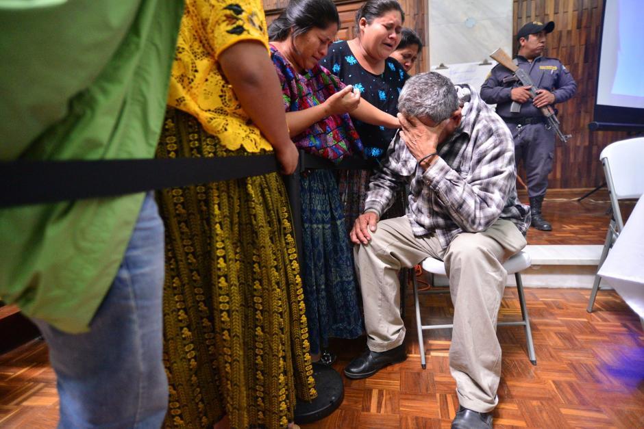 El excomisionado militar Heriberto Valdez Asij se mostró acongojado tras la jornada de este 25 de febrero. (Foto: Wilder López/Soy502)