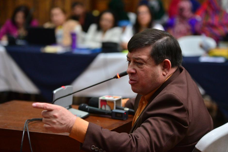 El teniente Esteelmer Reyes Girón arremetió contra la fiscalía y el tribunal durante su solicitud final. (Foto: Wilder López/Soy502)